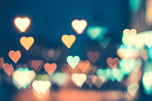 abstract-bokeh-hearts-real-light-picjumbo-com